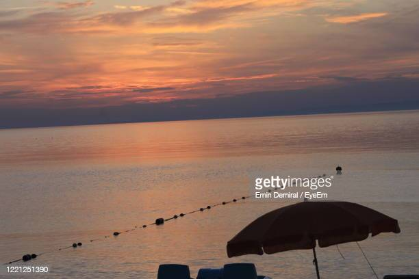 scenic view of sea against sky during sunset - demiral foto e immagini stock