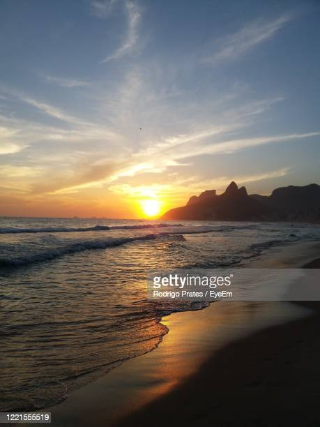 scenic view of sea against sky during sunset - a prates a foto e immagini stock