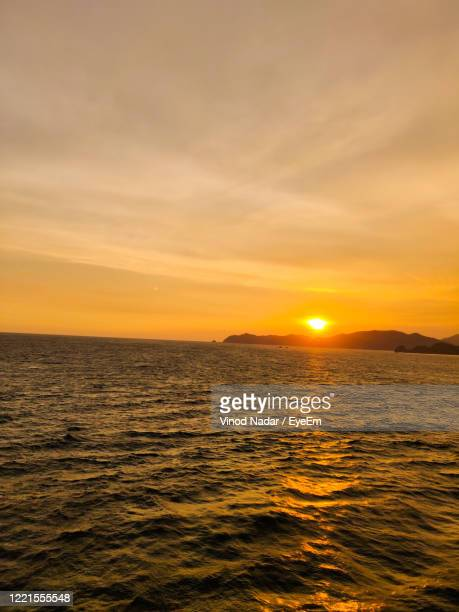 scenic view of sea against sky during sunset - nadar photos et images de collection