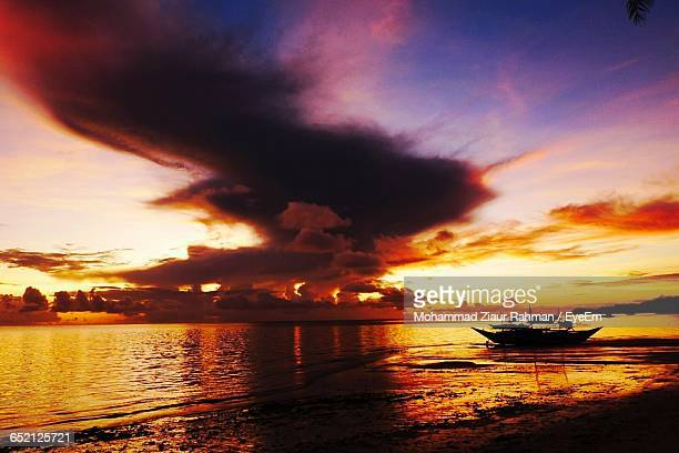 scenic view of sea against sky during sunset - ziaur rahman stock pictures, royalty-free photos & images