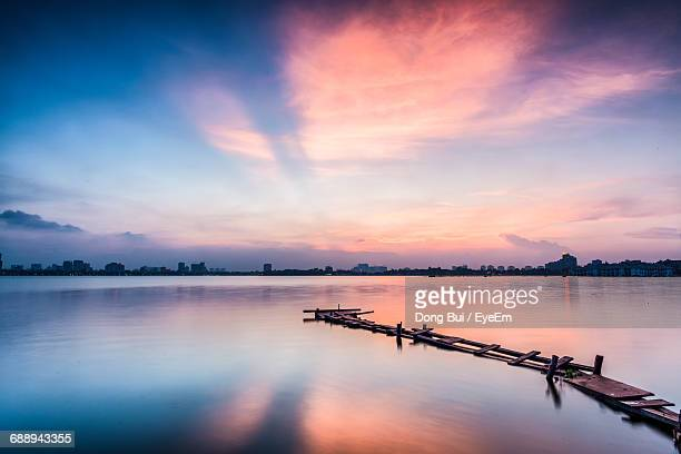 scenic view of sea against sky during sunset - jour photos et images de collection