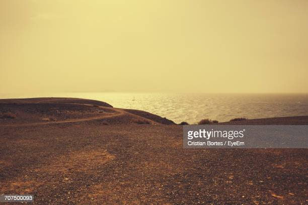 scenic view of sea against sky during sunset - bortes fotografías e imágenes de stock