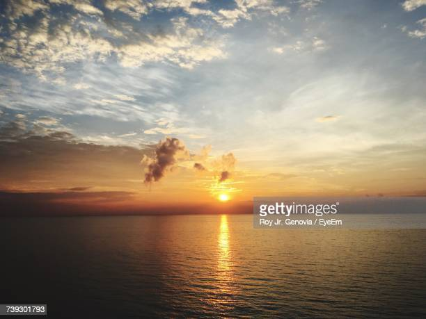 scenic view of sea against sky during sunset - genovia imagens e fotografias de stock