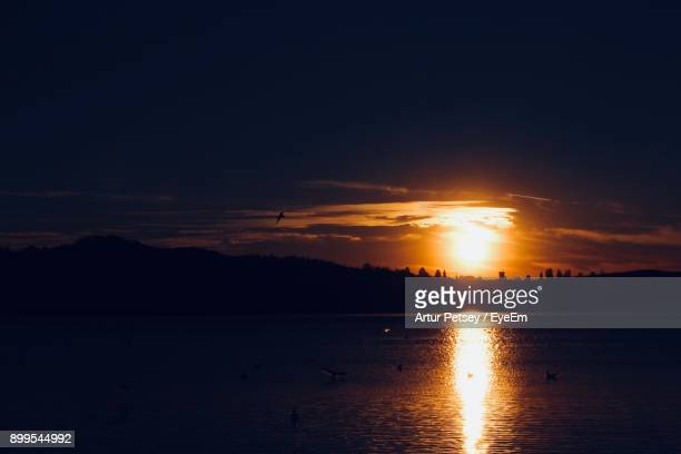 scenic view of sea against sky during sunset - artur petsey foto e immagini stock