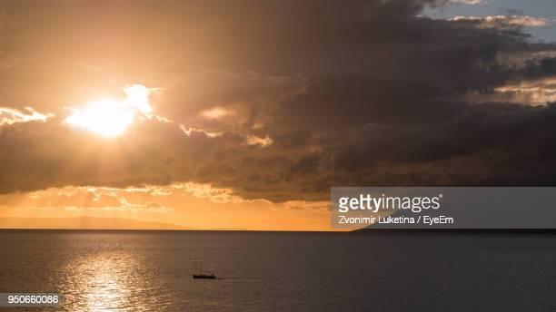 scenic view of sea against sky during sunset - アドリア海 ストックフォトと画像