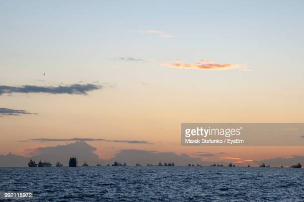 scenic view of sea against sky during sunset - marek stefunko imagens e fotografias de stock