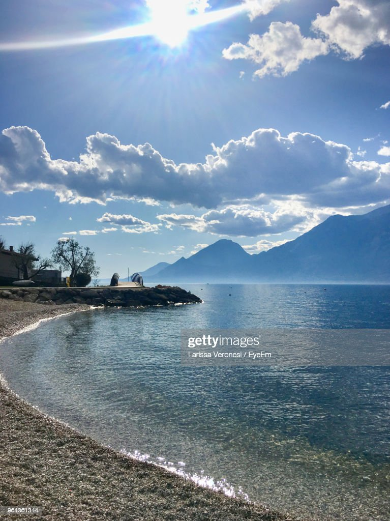 Scenic View Of Sea Against Sky On Sunny Day : Stock-Foto