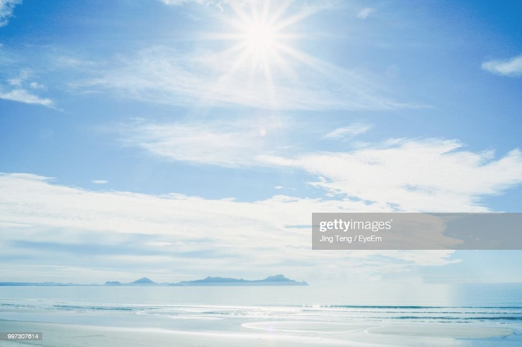 Scenic View Of Sea Against Sky On Sunny Day : Stock Photo