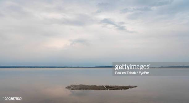 scenic view of sea against sky - paulien tabak stock pictures, royalty-free photos & images