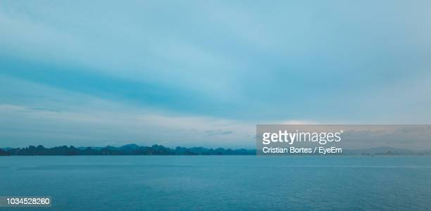 scenic view of sea against sky - bortes stockfoto's en -beelden