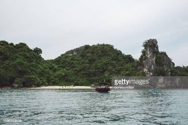 scenic view of sea against sky - bortes fotografías e imágenes de stock