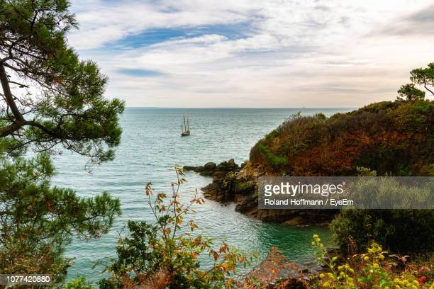 scenic view of sea against sky - cancale photos et images de collection