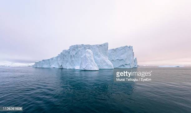 scenic view of sea against sky - iceberg photos et images de collection