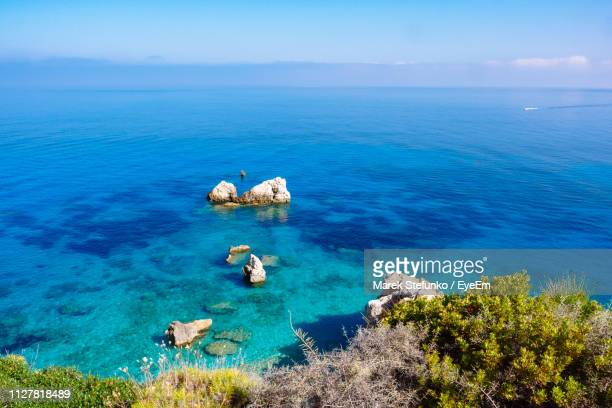 scenic view of sea against sky - marek stefunko imagens e fotografias de stock