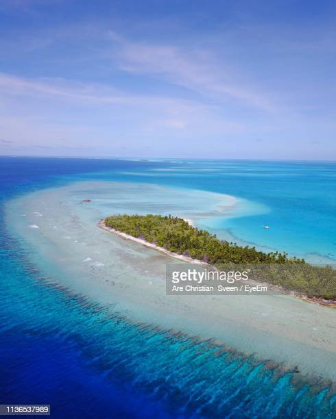 scenic view of sea against sky - kiribati stock-fotos und bilder