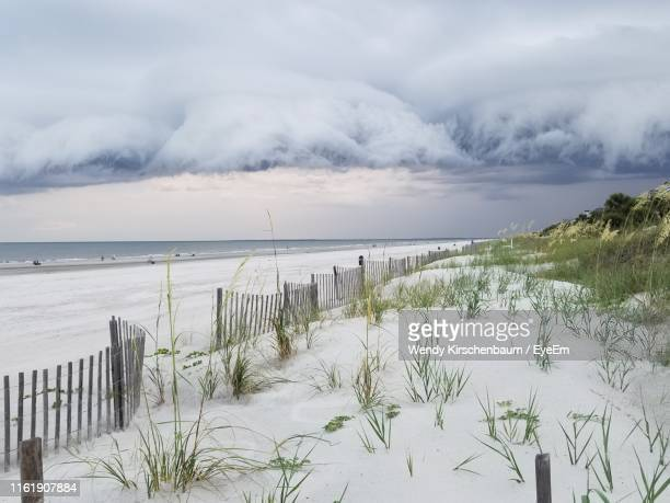 scenic view of sea against sky - hilton head stock pictures, royalty-free photos & images