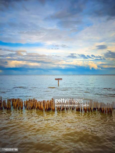 scenic view of sea against sky - apisit hiranpornpan stock pictures, royalty-free photos & images