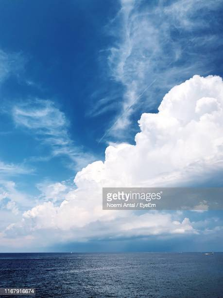 scenic view of sea against sky - noemi foto e immagini stock