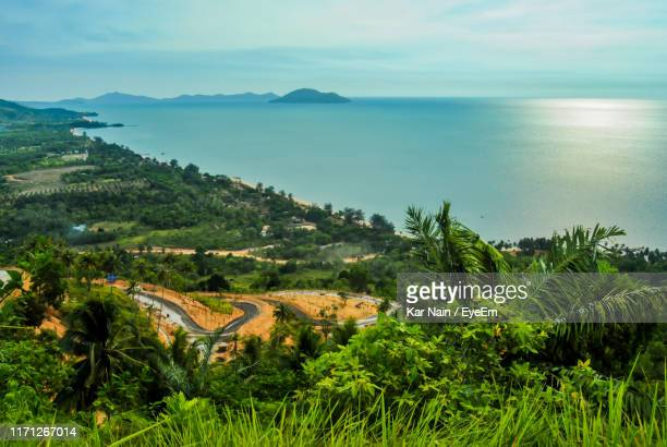scenic view of sea against sky - kalimantan stock pictures, royalty-free photos & images