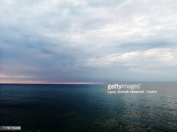 scenic view of sea against sky - laura schmidt foto e immagini stock