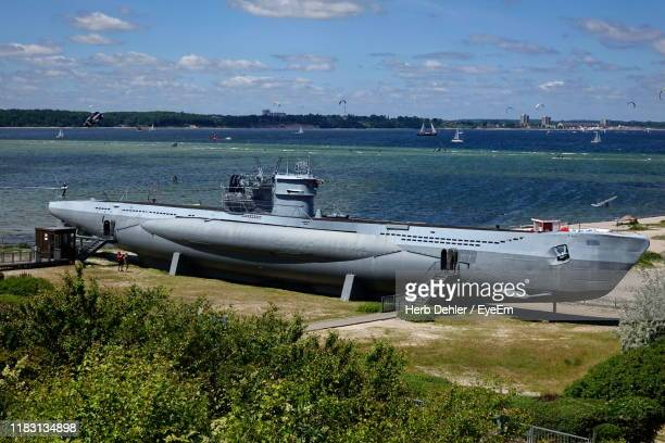 scenic view of sea against sky - submarine photos stock pictures, royalty-free photos & images