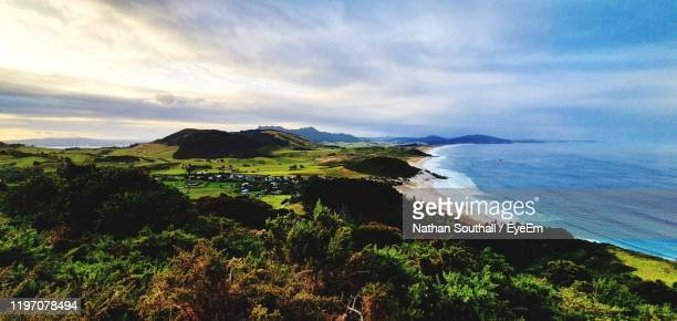 scenic view of sea against sky - whangarei heads stock-fotos und bilder