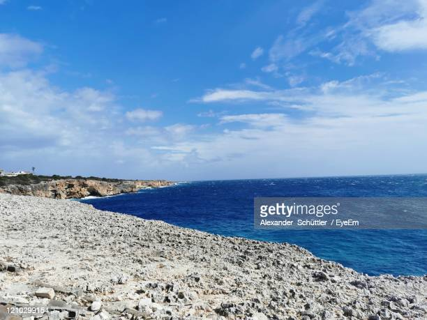 scenic view of sea against sky - manacor stock pictures, royalty-free photos & images