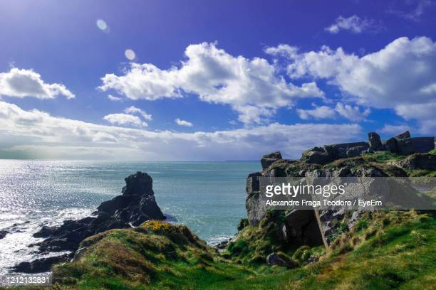 scenic view of sea against sky - alexandre coste foto e immagini stock
