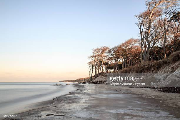 scenic view of sea against sky - fischland darss zingst photos et images de collection