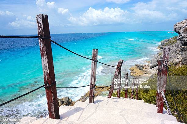 scenic view of sea against sky - isla mujeres ストックフォトと画像