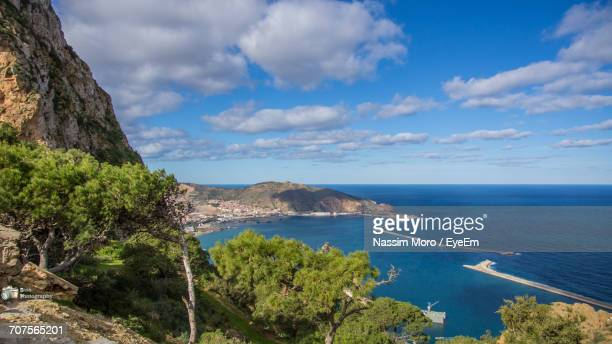 scenic view of sea against sky - oran algeria photos et images de collection