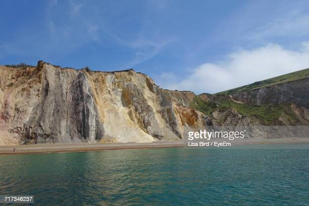 scenic view of sea against sky - alum bay stock pictures, royalty-free photos & images