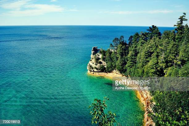 scenic view of sea against sky - pictured rocks national lakeshore stock pictures, royalty-free photos & images