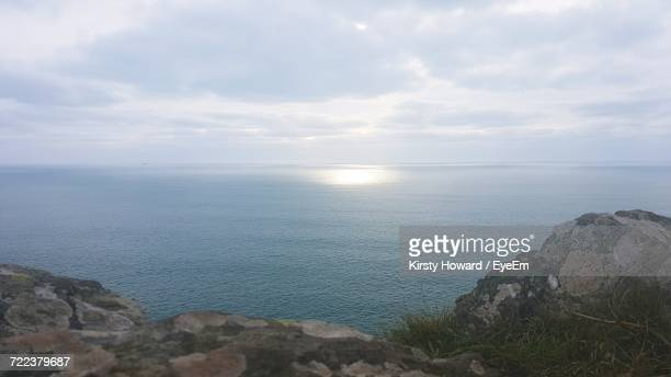 scenic view of sea against sky - howard,_wisconsin stock pictures, royalty-free photos & images