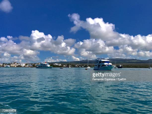 scenic view of sea against sky - puerto ayora stock pictures, royalty-free photos & images