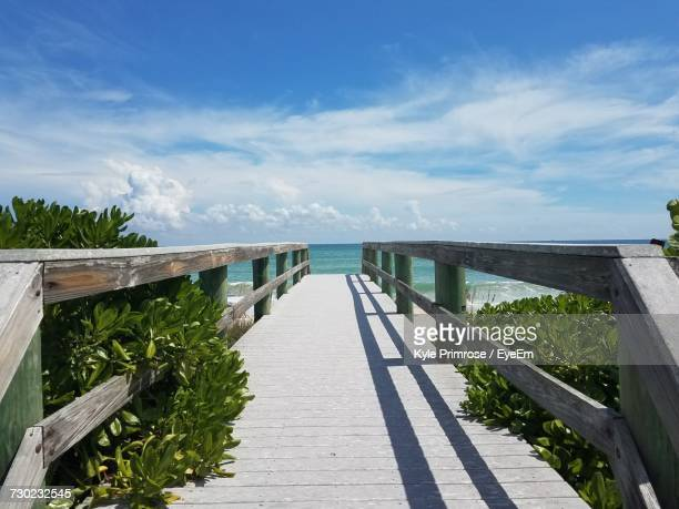 scenic view of sea against sky - vero beach stock pictures, royalty-free photos & images