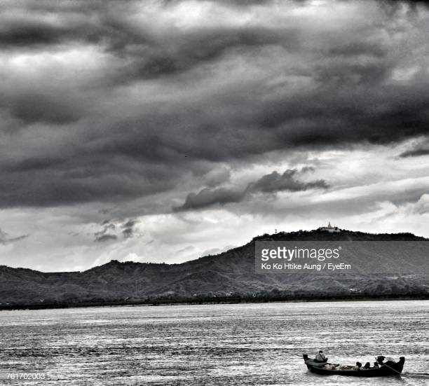 scenic view of sea against sky - ko ko htike aung stock pictures, royalty-free photos & images