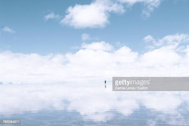 scenic view of sea against sky - ウユニ ストックフォトと画像