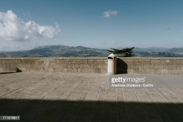 scenic view of sea against sky - retaining wall stock pictures, royalty-free photos & images