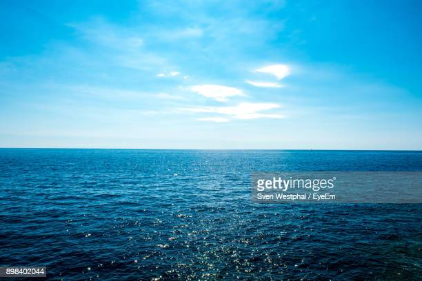 scenic view of sea against sky - mar - fotografias e filmes do acervo