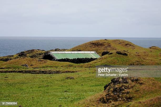 scenic view of sea against sky - tristan da cunha eiland stockfoto's en -beelden