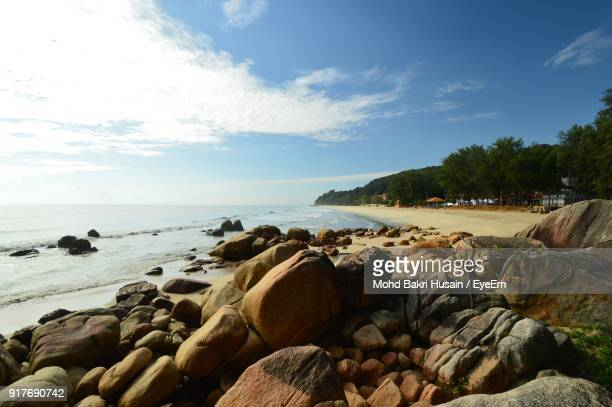 scenic view of sea against sky - kuantan stock pictures, royalty-free photos & images