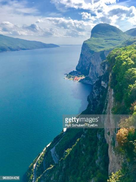 scenic view of sea against sky - malcesine stock pictures, royalty-free photos & images