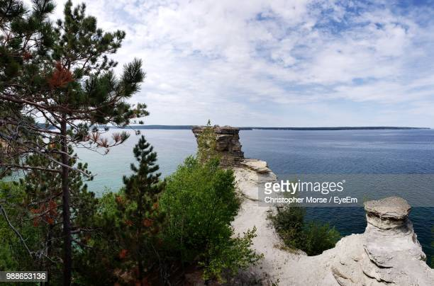 scenic view of sea against sky - munising michigan stock pictures, royalty-free photos & images