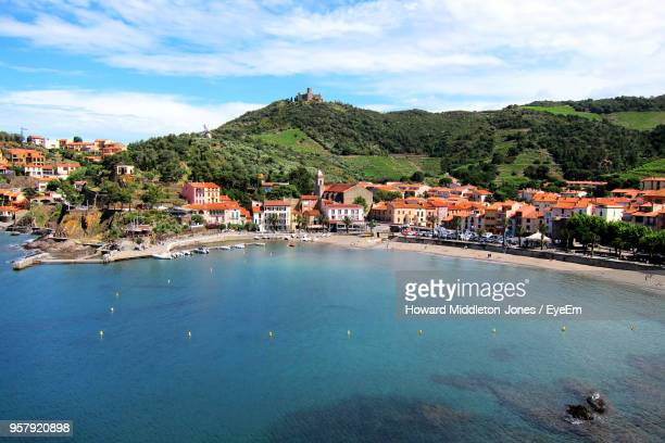 scenic view of sea and buildings against sky - collioure photos et images de collection