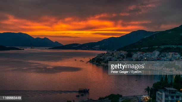 scenic view of sea and mountains against sky during sunset - アドリア海 ストックフォトと画像