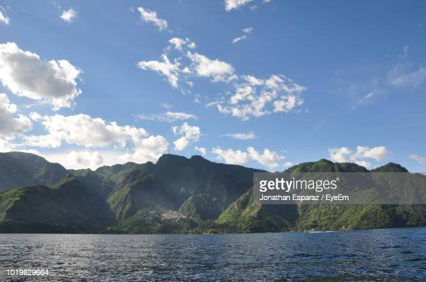 scenic view of sea and mountains against sky - quetzaltenango stock-fotos und bilder