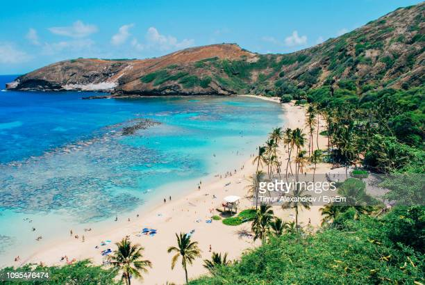 scenic view of sea and mountains against sky - honolulu stock pictures, royalty-free photos & images