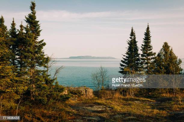 scenic view of sea and mountains against sky - ontario canada stock pictures, royalty-free photos & images