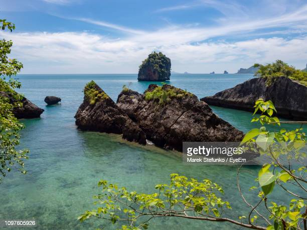 scenic view of sea and rocks against sky - marek stefunko - fotografias e filmes do acervo